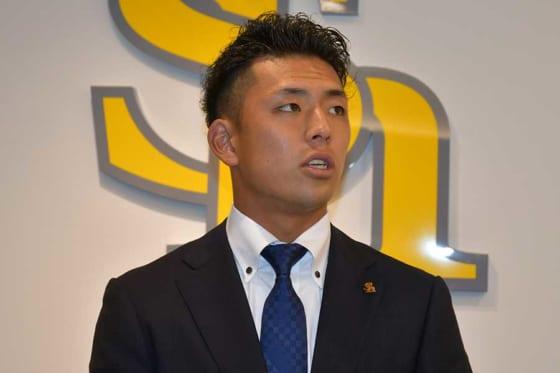 福岡ソフトバンク九鬼隆平が現状維持でサイン 甲斐には「バッティングでは負けちゃいけない」