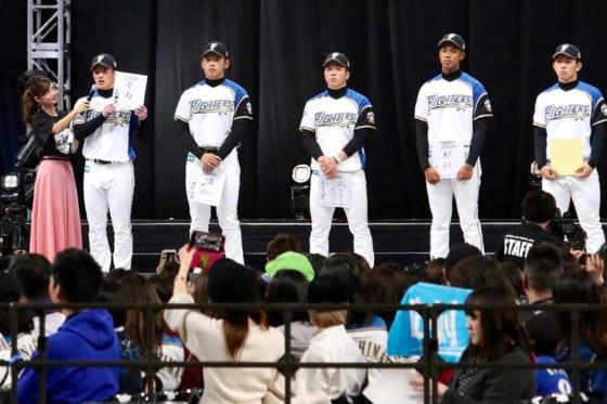 北海道日本ハム吉田輝星が背番号「18」披露 夢は侍J入り「もう1回借りを返したい」