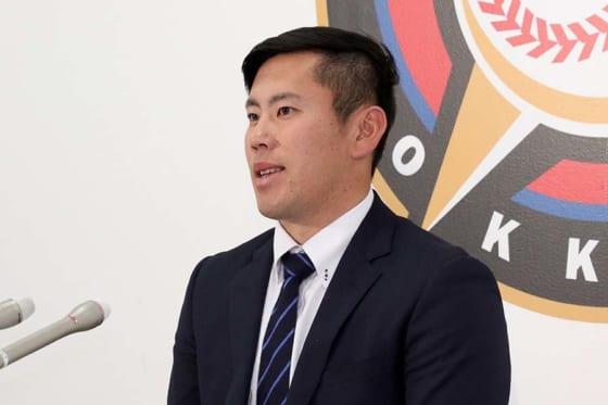 北海道日本ハム西村、緊張のあまり契約更改で印鑑ポトリ…球団からは「新人王獲得指令」