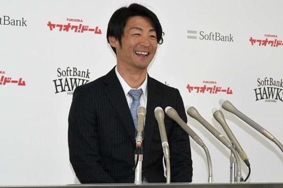 福岡ソフトバンク明石は現状維持の1億 3年契約2年目も「自分の気持ちを裏切った」