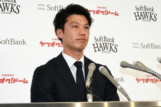 鷹・岩嵜は3500万円ダウン 右肘故障でわずか2試合登板「苦しい1年だった」