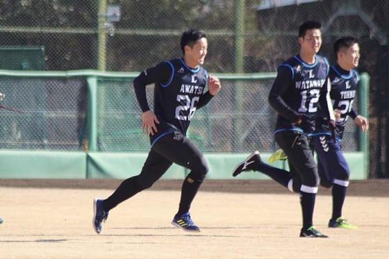 埼玉西武ドラ4粟津が新人一番乗りでブルペン入り「力みもなく球質のいい球」