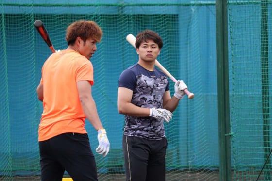 """鷹の21歳捕手、柳田から伝授された打撃の""""極意""""「右投手こそ逆方向に打て」"""