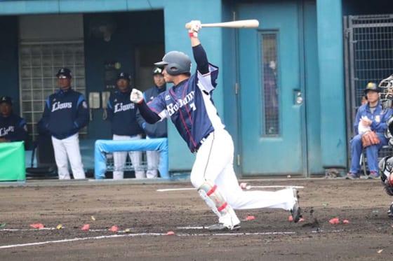 埼玉西武ドラ7ルーキー佐藤がアピール打 鷹・武田から先制の2点適時打