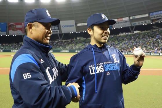 埼玉西武辻監督、プロ初勝利の本田を称える 「勝ちがついたことが何よりも嬉しい」