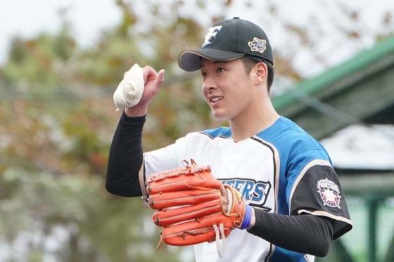 「おまえの直球は…」北海道日本ハム吉田輝、現役引退の實松のエールを自信に飛躍へ