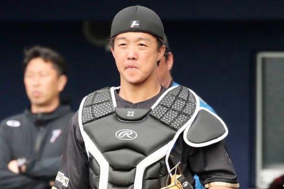 北海道日本ハム鶴岡慎也が模索する兼任コーチの在り方 改めて抱く恩師への尊敬の念