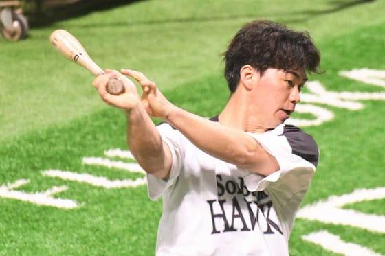 手術2度の右足首も不安なし 鷹・長谷川勇也、激走三塁打にみる変化「やっと自分の身体に」