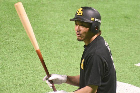 結果が出なくても、鷹が松田宣浩を必要とする理由 決勝二塁打に表れたベテランの価値