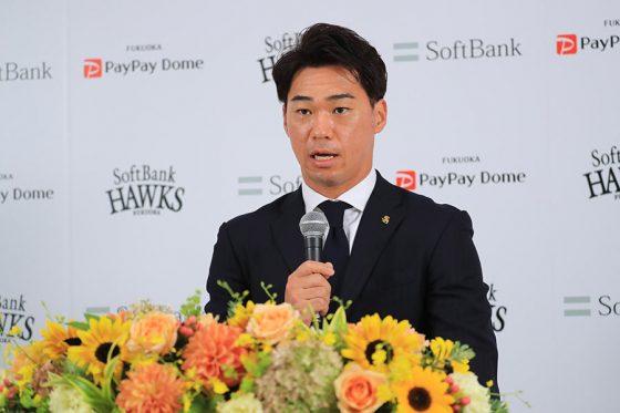 長谷川勇也が引退会見で明かした伝説の一打の裏側「本当に今考えても説明できない打席だった」