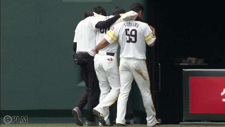 期待の若手が試合中の怪我で負傷。上り調子の鷹にまたも災難
