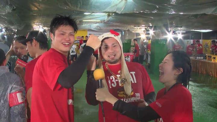 【日本一ビールかけ2019 Part.2】甲斐野央、森唯斗、和田毅らの美酒の味は?