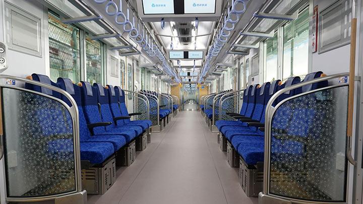 新型通勤車両40000系の車内をワーキングスペースに