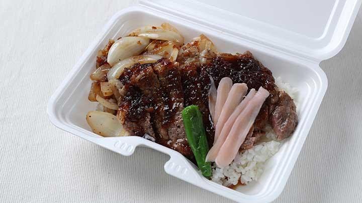 岩下投手のパワーステーキ丼 ~岩下の新生姜入り~ 1,480円(C)C.L.M.