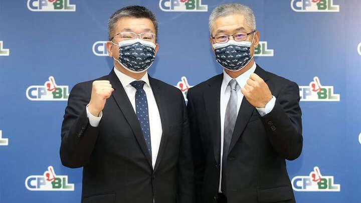 左/蔡其昌コミッショナー 右/楊清瓏 事務局長 写真提供:中華職業棒球大連盟CPBL
