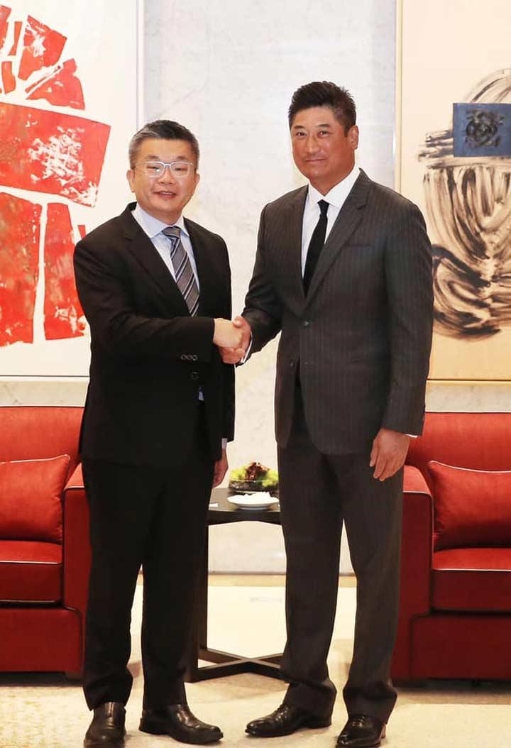 CPBL蔡其昌コミッショナー(左)とCTBA辜仲諒理事長(右)(C)中華職業棒球大連盟CPBL