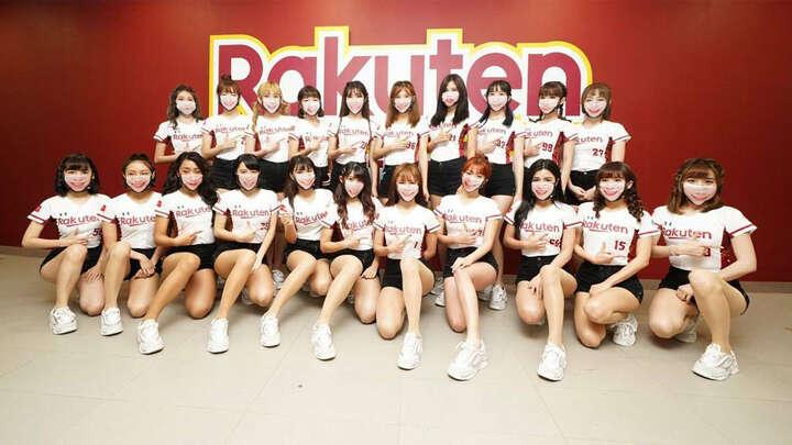 笑顔のマスクをした「Rakuten girls」 写真提供:CPBL