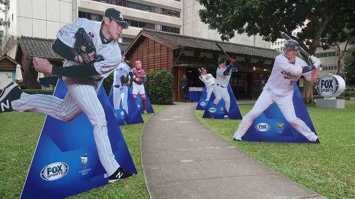 記者会見は日本統治時代の公務員宿舎で開催され、会場には各選手のパネルも展示された