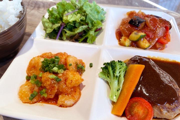 昼食のデリプレートは彩り豊かで絶品(写真:筆者撮影)