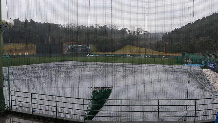 当日は悪天候でSOKKENスタジアムにはシートが。グラウンドを駆け回ることができず残念……
