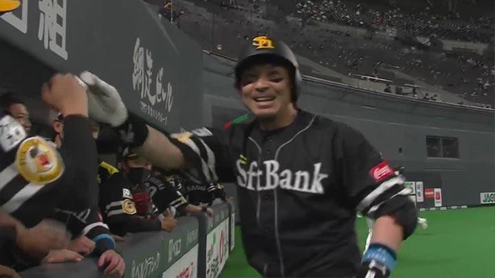 松田宣浩の今季初アーチなど14安打7得点で鷹が連敗ストップ! 千賀滉大は好投も負傷交代