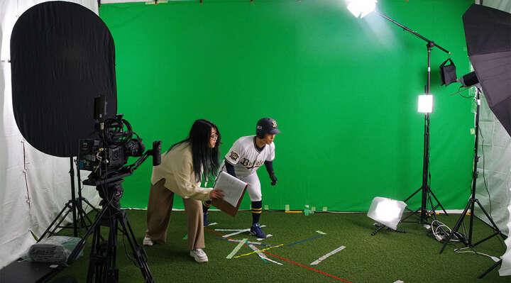 映像ディレクターの永友伶奈さんによる演技指導(!?)があってか、スムーズに撮影が進む。