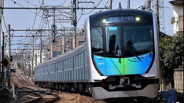 試合前に電車の中で快適テレワーク! 西武球場前駅にて「WORKING TRAIN」実施