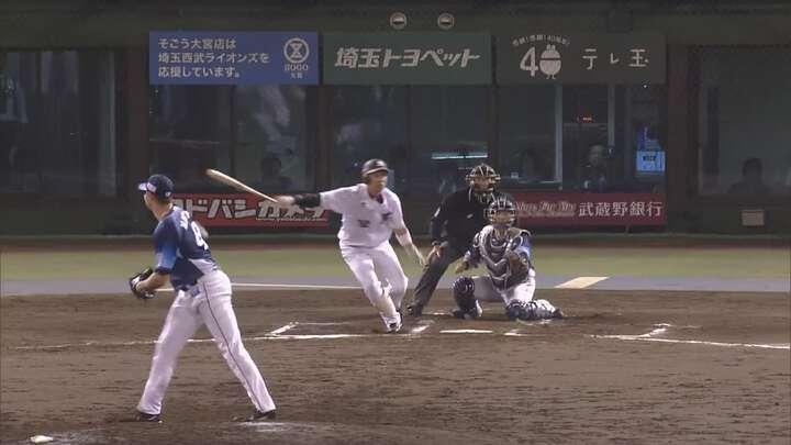 高濱卓也選手が貴重な勝ち越し打。延長戦を千葉ロッテが制し3連勝