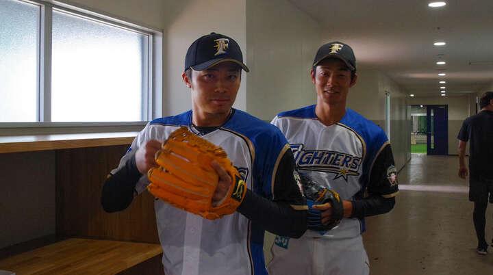 選手スタンバイ中! やる気満々の中島選手と、ちょっとはにかむ石井選手。
